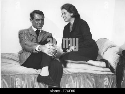 29 août 1982 - Ingrid Bergman (29 août 1915 - 29 août 1982) était une actrice suédoise qui a joué dans une variété de films européens et américains. Elle a remporté trois Oscars, deux Emmy Awards, quatre Golden Globe Awards et le Tony Award de la meilleure actrice. Elle est classée comme la quatrième plus grande star féminine du Cinéma Américain de tous les temps par l'American Film Institute. Elle est surtout connu pour ses rôles comme Ilsa Lund à Casablanca (1942), un drame de la Seconde Guerre mondiale, et qu'Alicia Huberman dans Notorious (1946), un thriller d'Alfred Hitchcock. Bergman est mort en 1982 pour son 67e anniversaire à Londres, de breas