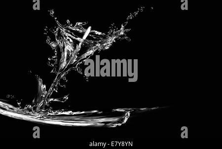 Silhouette d'un calla lily faite à partir de l'eau sur le noir. Banque D'Images