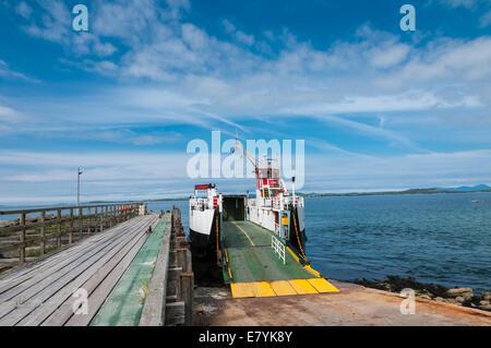 Caledonian MacBrayne Car-ferry ' Loch Ranza' Tayinloan ARGYLL & BUTE AVEC L'île de Gigha en arrière-plan l'Ecosse Banque D'Images