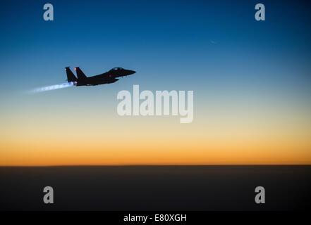 Un U.S. Air Force F-15E Strike Eagle survole le nord de l'Irak, le 23 septembre 2014, à la suite des frappes en Syrie. L