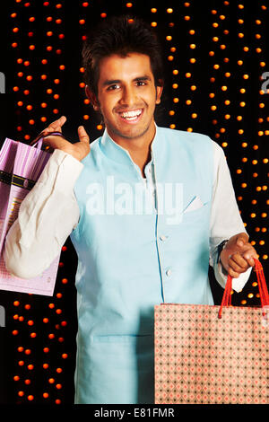 L'homme indien Diwali Festival Shopping