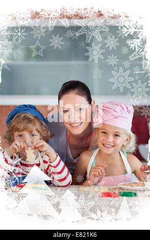 La mère joyeuse avec ses enfants Banque D'Images
