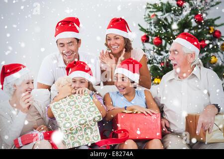 Image composite de little girl opening christmas present Banque D'Images