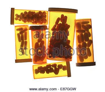 Bouteilles médicales différentes de pilules et comprimés isolated on white Banque D'Images