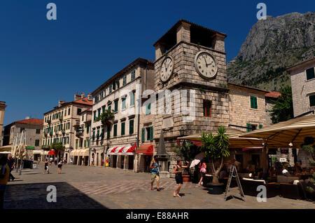 Tour de l'horloge et la place d'armes de la vieille ville de Kotor, Monténégro Banque D'Images