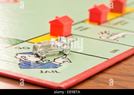 Le métal car charm sur l'aller en prison carré du jeu Monopoly Waddingtons