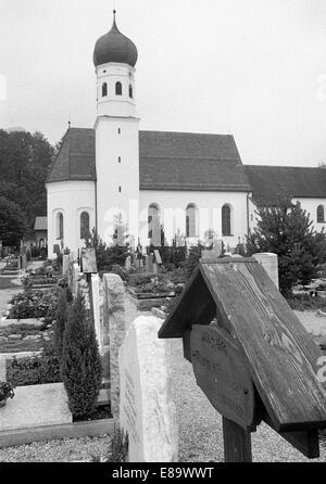 70, D-Kochel am See, Kochelsee, Isarwinkel, Alpes, Upper Bavaria, Bavaria, église catholique, cimetière, pierres Banque D'Images