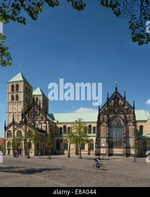 Le sud de l'avant vers l'Domplatz place de la cathédrale, la cathédrale de Münster, Münster, Rhénanie du Nord-Westphalie, Banque D'Images