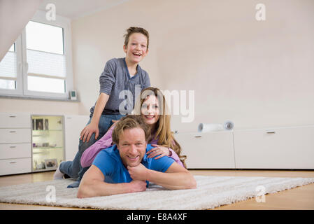 Happy Family lying on the floor Banque D'Images