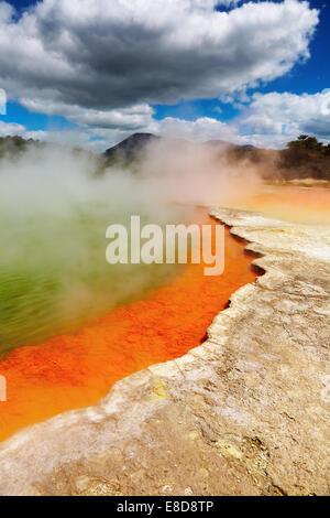 Champagne Pool, source thermale chaude, Rotorua, Nouvelle-Zélande Banque D'Images