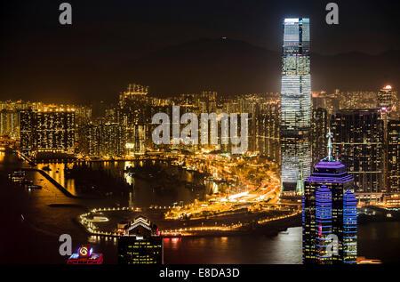 Vue sur les toits de Hong Kong depuis Victoria Peak la nuit, Quartier Central, Hong Kong, Chine Banque D'Images