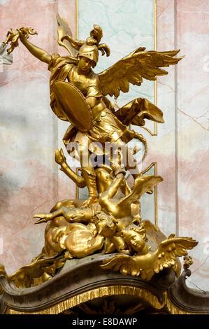 L'Archange Michael sur la chaire par J.B. Straub, église baroque de l'assomption de Sainte Marie, abbaye, Ettal Banque D'Images