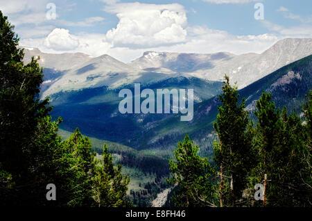 USA, montagnes Rocheuses avec des ombres de nuages Banque D'Images