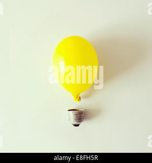 Studio shot of conceptual Light bulb Banque D'Images