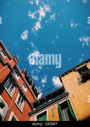 L'Italie, Venise, le ciel au-dessus de bâtiments