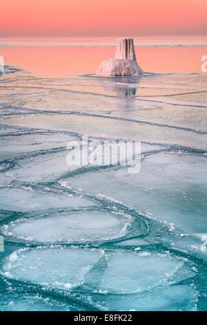 Coucher de soleil sur lac gelé, le lac Michigan, Chicago, Illinois, États-Unis d'Amérique Banque D'Images