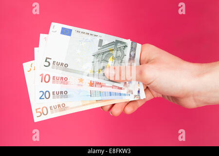 Hand holding euro bank notes Banque D'Images