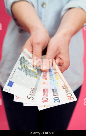 Close up of woman holding euro banknotes Banque D'Images