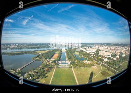 WASHINGTON DC, USA - La vue depuis une des fenêtres en haut de la Washington Monument, avec vue sur la piscine et Banque D'Images