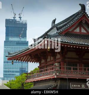 Bâtiments anciens et nouveaux, à Osaka au Japon. Banque D'Images