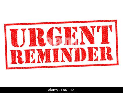 Rappel urgent de tampon en caoutchouc rouge sur un fond blanc. Banque D'Images