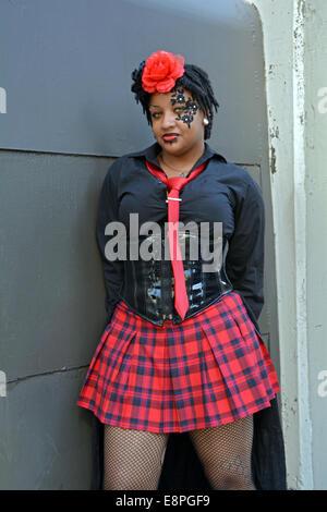 Jeune femme vêtue d'un costume de sa propre conception sur la façon de Comic Con de New York City Banque D'Images