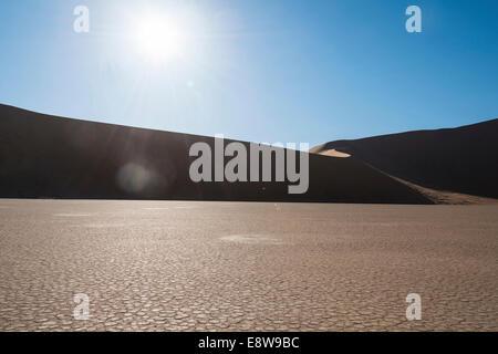 Le sel et l'argile, pan, Deadvlei Sossusvlei, Désert du Namib, Namibie Banque D'Images