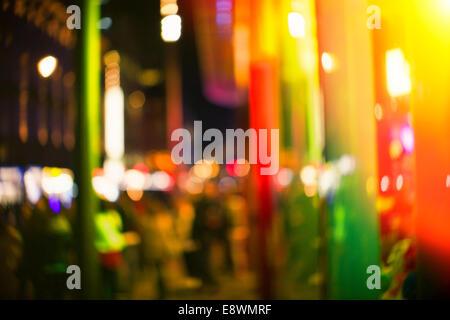 Lumières de rue de ville urbain street at night Banque D'Images