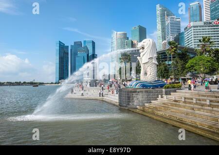 Le Merlion, symbole de la ville, à Singapour, en Asie