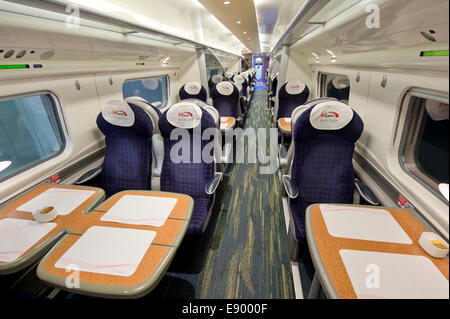 L'intérieur d'un transport de première classe vide un Pendolino Virgin (usage éditorial uniquement). Banque D'Images