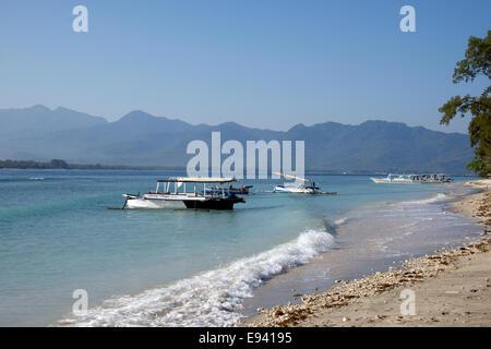 Rivage au outrigger amarré bateaux Indonésie Lombok Gili Air Banque D'Images