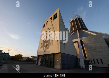 Soleil du soir sur la cathédrale métropolitaine du Christ-roi dans le centre-ville de Liverpool UK Banque D'Images