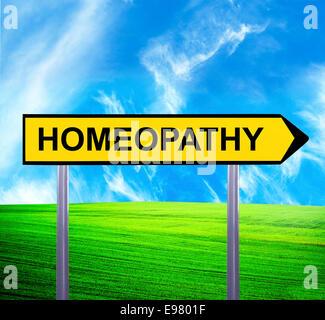Panneau de flèche conceptuel contre beau paysage avec texte - Homéopathie Banque D'Images
