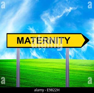 Panneau de flèche conceptuel contre beau paysage avec texte - maternité Banque D'Images