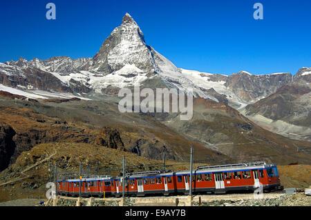 Chemin de fer entre Gornergratbahn Zermatt-Gornergrat en face du Matterhorn, Zermatt, Valais, Suisse Banque D'Images