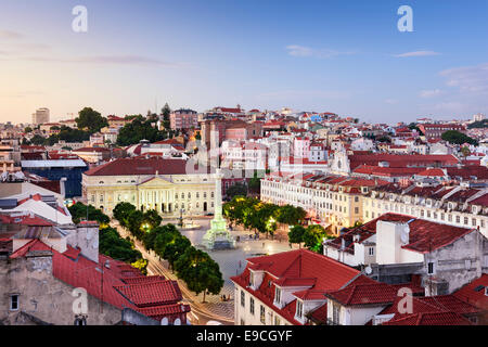 Lisbonne, Portugal vue sur l'horizon sur la place Rossio. Banque D'Images