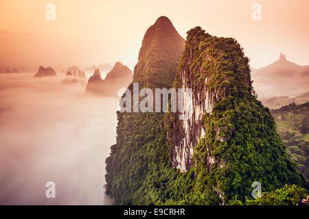 Montagnes karstiques de Xingping, Chine. Banque D'Images