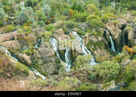 Epupa Falls, rivière Kunene, à la frontière entre la Namibie et l'Angola, la Namibie, la région de Kunene
