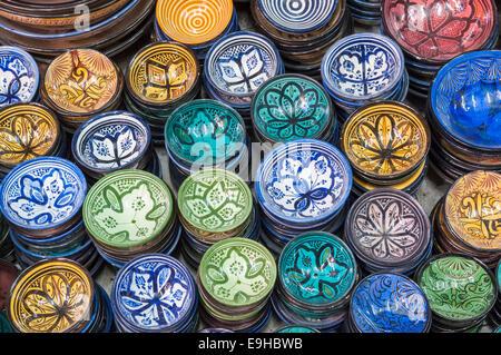 Magasin de poterie traditionnelle marocaine à Marrakech, Maroc Banque D'Images