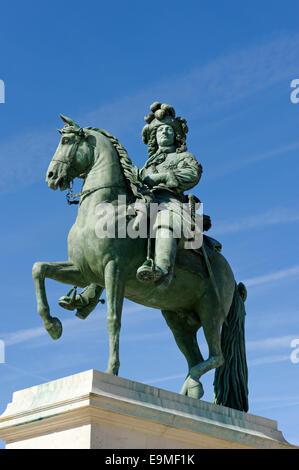Statue équestre de Louis XIV, roi de France et de Navarre, le Roi Soleil, le Palais de Versailles, Site du patrimoine Banque D'Images