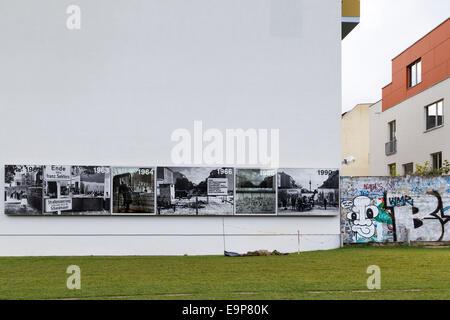 Photos historiques sur le mur du bâtiment, Mémorial du Mur de Berlin Park, Bernauer Strasse, Mitte, Berlin Banque D'Images