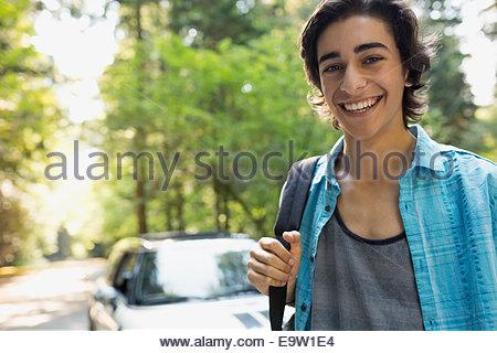 Portrait of smiling teenage boy in woods Banque D'Images