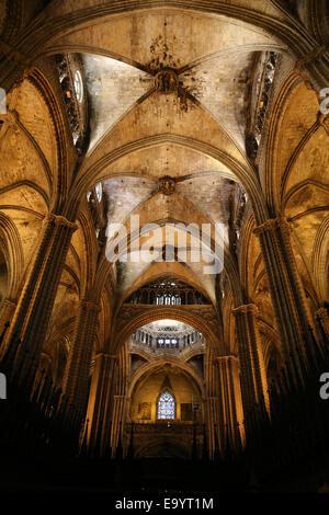L'Espagne. La Catalogne. La Cathédrale de Barcelone. À l'intérieur. Nef et chœur central. 13e siècle. Banque D'Images
