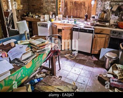 La cuisine d'une maison en ruine et abandonné Banque D'Images