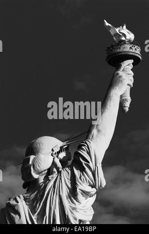 La Statue de la liberté contre le ciel Banque D'Images