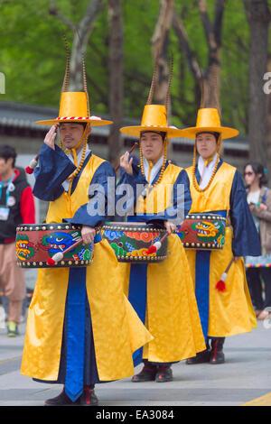 Relève de la Garde cérémonie, palais Deoksugung, Séoul, Corée du Sud, Asie Banque D'Images