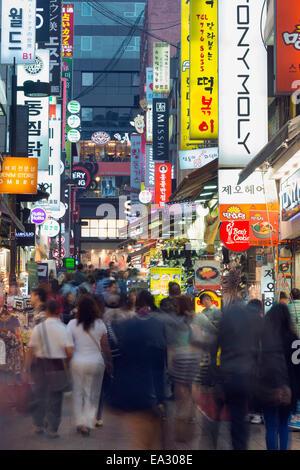 Neon éclairage des rues de Myeong-dong, Séoul, Corée du Sud, Asie