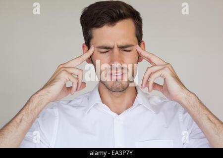 Homme d'avoir un mal de tête occasionnels Banque D'Images