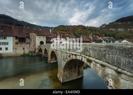 Soirée à St-Ursanne, canton du Jura, Suisse Banque D'Images