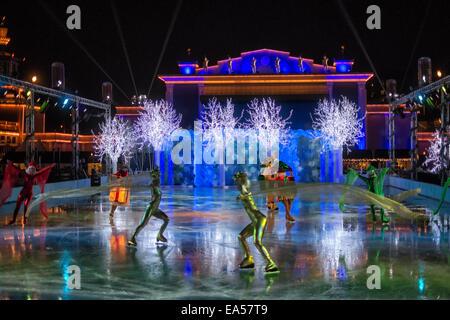 La glace à la patinoire lors de marché de Noël à Liseberg à Göteborg, Suède. Banque D'Images